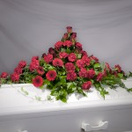 3. Röda Rosor, Röda Germini, Röda nejlikor, Olika slags grönt. Blir lika fint i Gult, Vitt eller Rosa