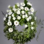 8. Vita rosor, Vita gerbera, Vita nejlikor, Brudslöja, Olika grönt