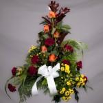 5. Höstlöv, Orange rosor, Vinröd nejlika, Gula santini, Hupericum