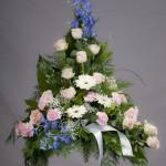 9. Kineskisk Riddarsporre, Ljusrosa rosor, Rosa nejlikor, Vita gerbera, Brudslöja